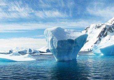 NASA descubre hueco de 304 metros entre un glaciar del Ártico