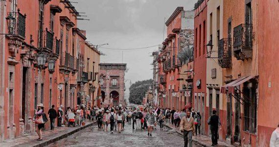 Crece el número de turistas que ingresan a México en diciembre.
