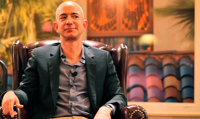 Los mensajes de Bezos que llegaron al National Enquirer fueron vendidos por el hermano de su novia