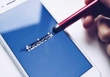 Facebook es cada vez más vulnerable a los riesgos de las políticas | Foto: Thought Catalog en Unsplash