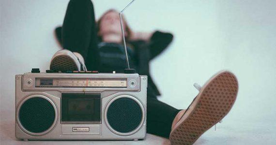 ¡Larga vida a la radio! | Foto: Eric Nopanen en Unsplash