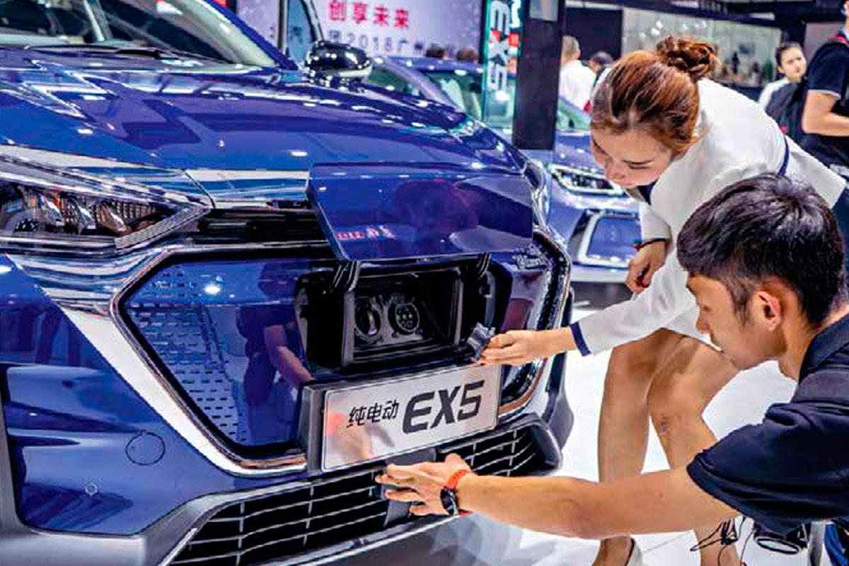 Un showroom de BJEV, el mayor fabricante de vehículos eléctricos de China.