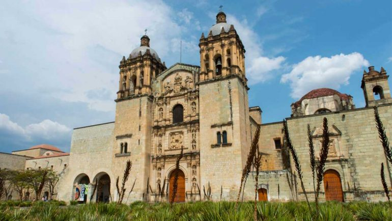 Iglesia de Santo Domingo en el centro de Oaxaca | Foto: Wolfgang Kaehler/LightRocket via Getty Images