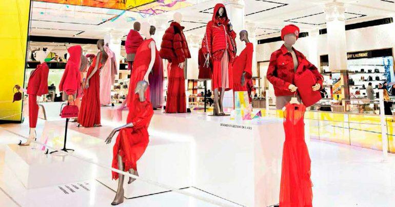 La droga de la entrada de Saks: los bolsos, no el perfume, están encaminando a los clientes al retail de lujo | Foto: Karsten Moran