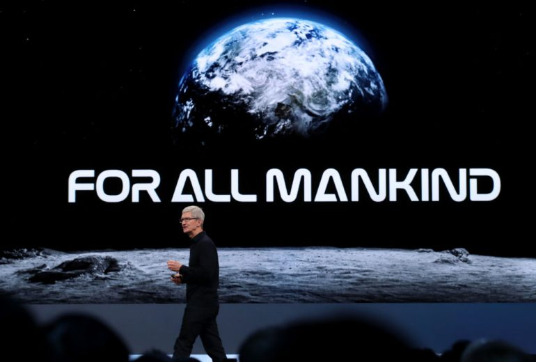 SAN JOSE, CALIFORNIA - JUNE 03: Apple CEO Tim Cook delivers the keynote address during the 2019 Apple Worldwide Developer Conference (WWDC) at the San Jose Convention Center on June 03, 2019 in San Jose, California. The WWDC runs through June 7. (Foto: Justin Sullivan/Getty Images)