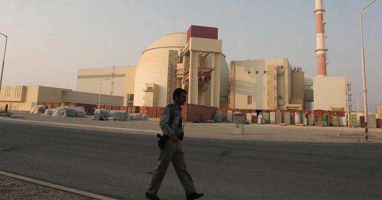 La central nuclear de Bushehr fue un hito para Irán para aprovechar la tecnología que dice que reducirá el consumo de sus abundantes combustibles fósiles, lo que le permitirá exportar más petróleo y gas y prepararse para el día en que las riquezas minerales se agoten | Foto: Getty Images