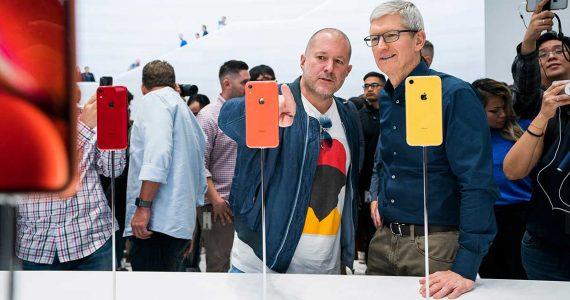 Jony Ive y Tim Cook en el lanzamiento del iPhone XR | Foto: cortesía Apple