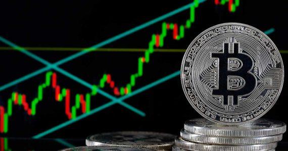 Cae 17% Bitcoin días después de que Trump criticara las criptodivisas | Foto: Getty images