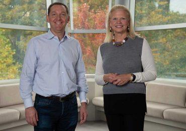 IBM completa adquisición de Red Hat por US$34,000 millones | Foto: izqu. Jim Whitehurst; der. GinnI Rometty | Cortesía de IBM