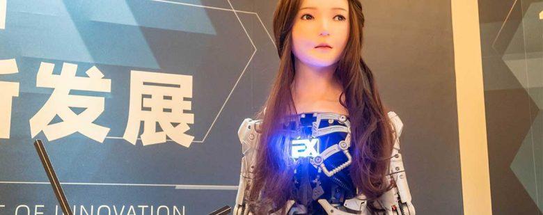 EXDOLL, androide recepcionista presentado en el Shanghai Design Week | Foto: Getty Images
