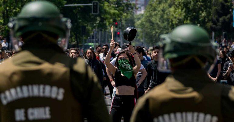 Manifestante en Chile el 20 de octubre de 2018 | Foto: Getty Images