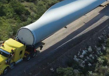 Las aspas de los aerogeneradores llegan a los 75 metros de largo. Aquí uno del parque eólico Amistad –de la empresa Enel– en Coahuila, que le provee de energía eléctrica a Femsa | Foto: Cortesía ENEL