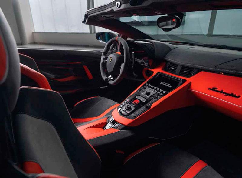 La cantidad de combinaciones para la cabina de Lamborghini es casi infinita, yendo de lo sobrio a lo exótico | Foto: Carlos Quevedo