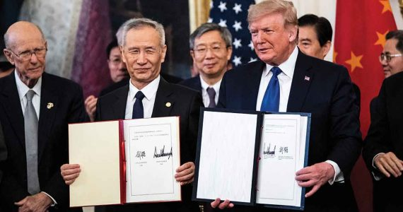 Viceprimer ministro chino, Liu He y Donald Trump, presidente de Estados Unidos | Foto: Getty Images