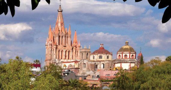 Una vista diferente de la Parroquia de San Miguel de Allende, apenas uno de los atractivos de Guanajuato. | Foto: Getty Images