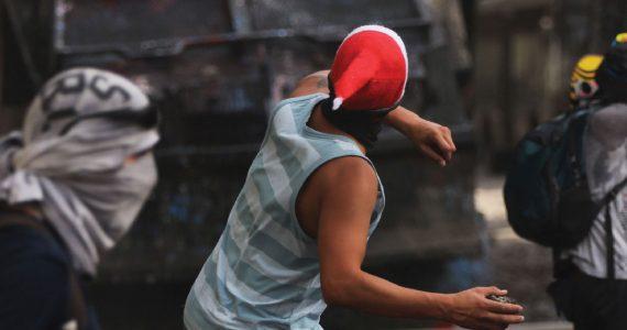 Las protestas en Santiago, Chile, motivaron quejas entre la población, por violaciones a los derechos humanos. Foto | Getty Images