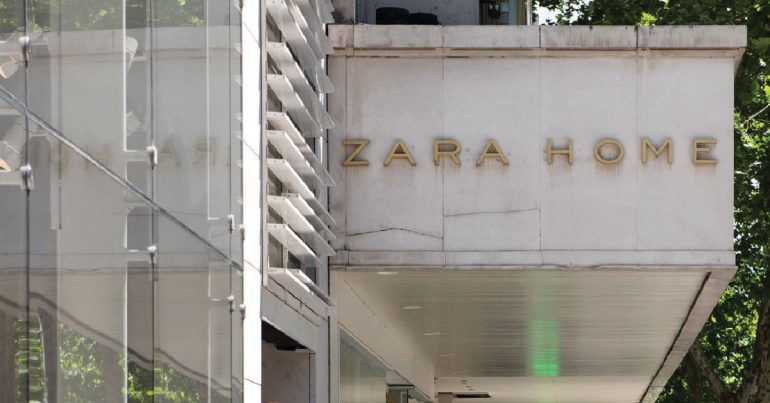 Parte del gigante Inditex, las tiendas Zara han implementado la venta online incluso mientras el cliente hace fila en las tiendas físicas. |Foto: Getty Images