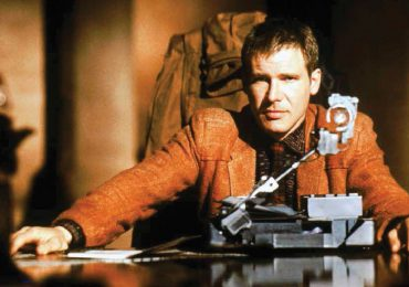 Harrison Ford, en Blade Runner (1982), pone a prueba un androide. | Foto: Getty Images