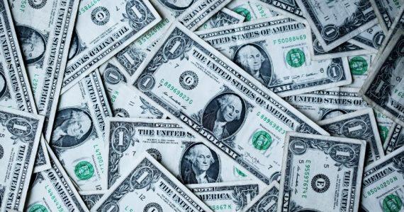 Dólar | Foto: Sharon Mccutcheon en Unsplash