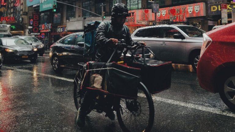 Repartidor | Foto: Clay Banks en Unsplash