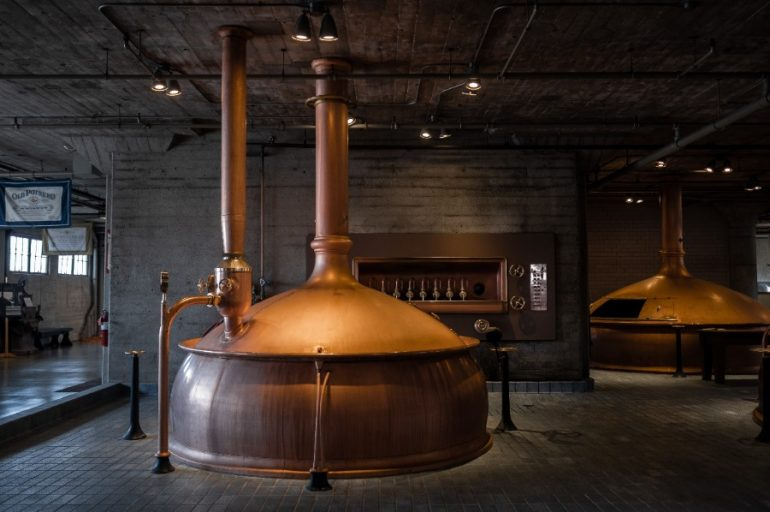 Planta de cerveza | Foto: Claude Piché/Unsplash