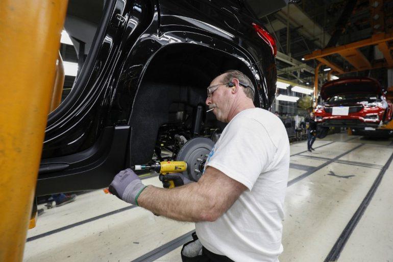 El impacto más fuerte fue en vehículos y piezas de automóviles. Foto: AFP