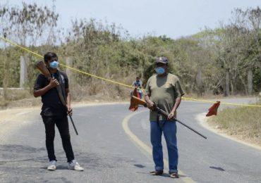 Si alguien burla retenes, las guardias aplican sanciones conforme a usos y costumbres. | Foto: AFP