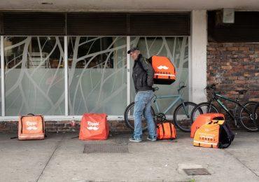 Algunas firmas han triplicado sus pedidos de comida a domicilio |Foto: AFP