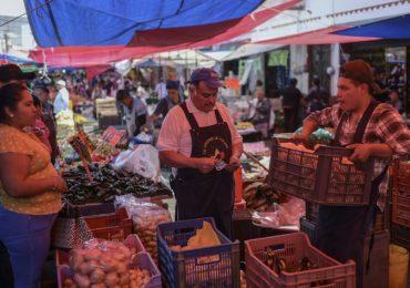 Los productos que más subieron fueron huevo, pollo y aguacate. | Foto: AFP