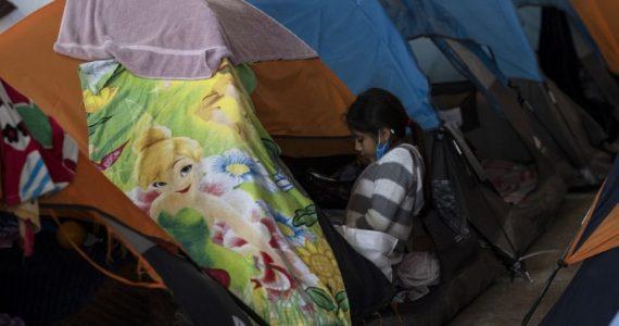 Son 2,000 personas en menos de una hectárea. | Foto: AFP