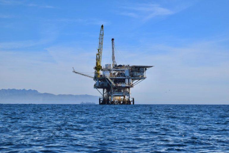El WTI se intercambiaba a 60 dólares por barril a inicios de 2020. | Foto: Unsplash