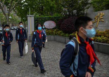 En Pekín y Shanghái, estudiantes de secundaria reanudan clases | Foto: AFP
