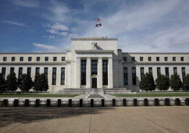 La Fed ha lanzado medidas para tratar de tranquilizar a los mercados y dar oxígeno a empresas y hogares. | Foto: AFP