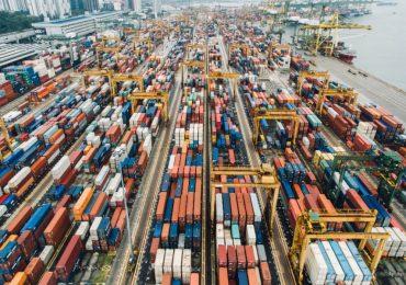 Las exportaciones totales cayeron 3.9% respecto a febrero. | Foto: AFP