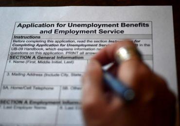 Estados Unidos marcó un récord histórico de 6.8 millones de pedidos de beneficios por desempleo. | Foto: AFP