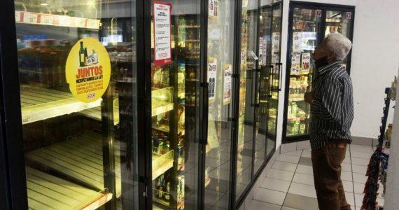 La suspensión de la producción de cervezas en México afecta a los consumidores | Foto: AFP