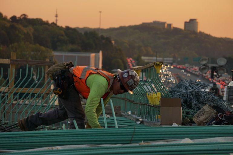 La inversión en construcción hiló en febrero 12 meses con descensos a tasa anual. Foto: Unsplash