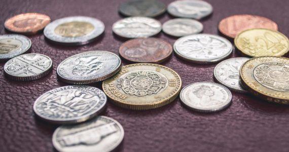 Con el anuncio de este jueves se suman tres recortes seguidos de 50 puntos base a la tasa. | Foto: AFP