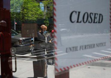 Muchas empresas en EU cerraron o produjeron a un ritmo menor en abril. | Foto: AFP
