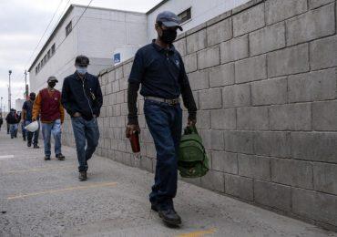 El regreso al trabajo se verá marcado por la implementación de protocolos de salud. | Foto: AFP