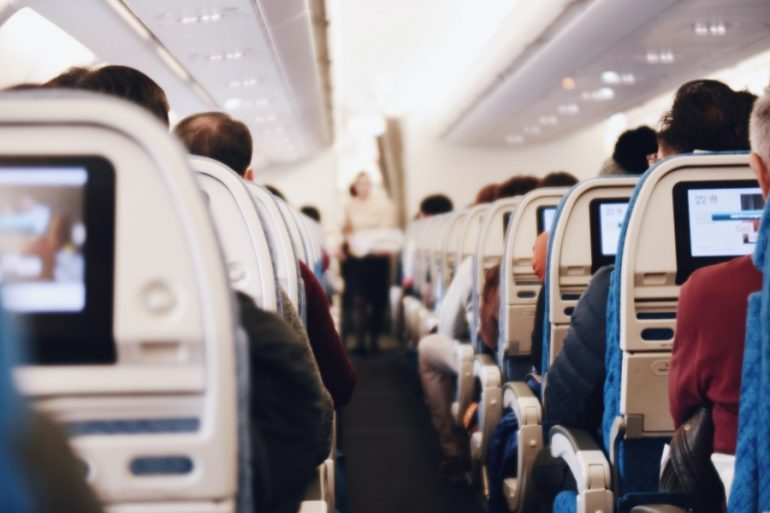 El transporte aéreo ha recibido un duro golpe en sus actividades por la pandemia. |Foto: Unsplash