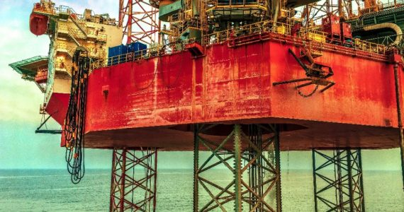 Los precios del petróleo tienen un repunte tras las pérdidas históricas en marzo y abril. | Foto: Unsplash