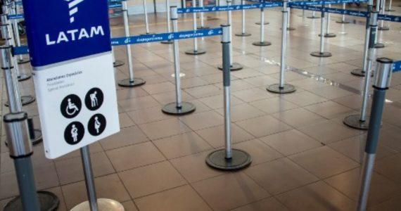 Nuevo golpe para el sector de la aviación comercial. | Foto: AFP