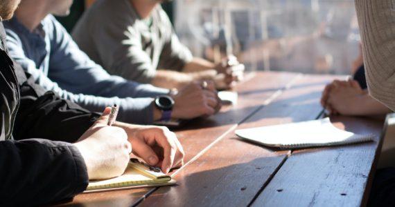 Quien desee estar al frente de un equipo con éxito deberá desarrollar habilidades y competencias de liderazgo. | Foto: Unsplash