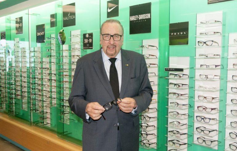 Frank J. Devlyn heredó el negocio de su padre. | Foto: tomada de frankdevlynenespanol.org