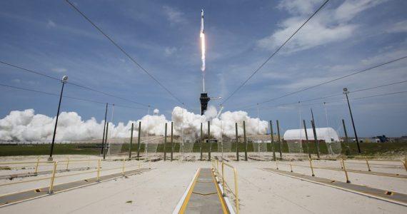SpaceX envió con éxito a dos astronautas a la ISS. | Foto: AFP