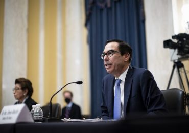 Mnuchin consideró que es normal que la reapertura de empresas vaya acompañada de un aumento en los casos. | Foto: AFP