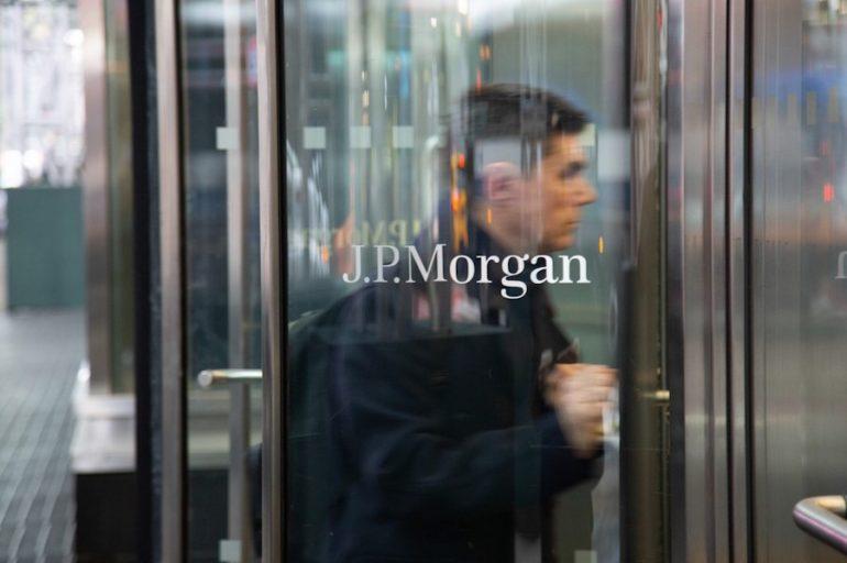 JP Morgan y Barclays Bank pagarán 20.7 mdd para zanjar los reclamos.   Foto: AFP