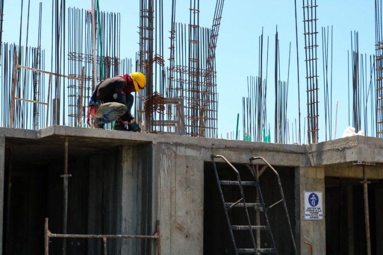La construcción se desplomó en abril 32.8% respecto al mes previo. | Foto: Unsplash
