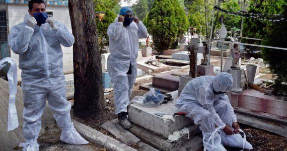 México llevaba hasta el jueves 15,000 muertos, según cifras oficiales. | Foto: AFP